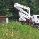 Arbeiter gerät in 20000V Freileitung